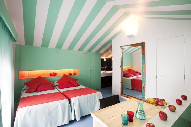 dónde dormir en barcelona,amistad beach hostel
