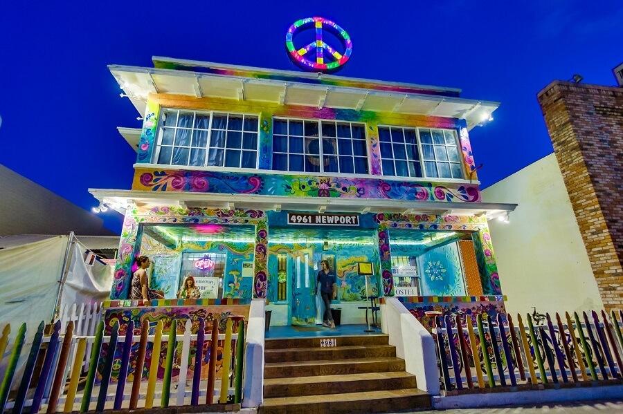 4961-newport-avenue-003, best hostels in us, top us hostels