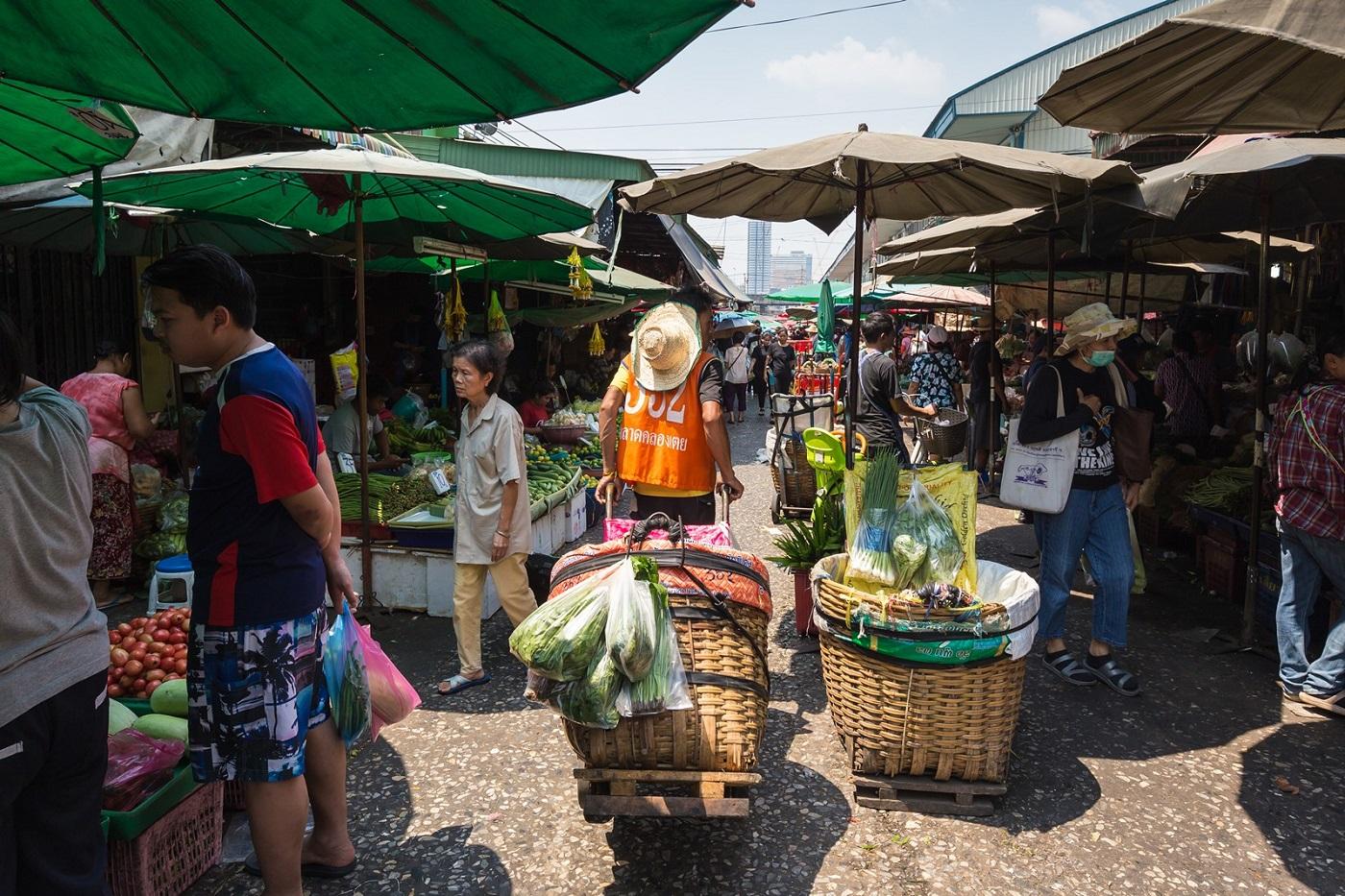 bangkok markets khlong teoi fresh market