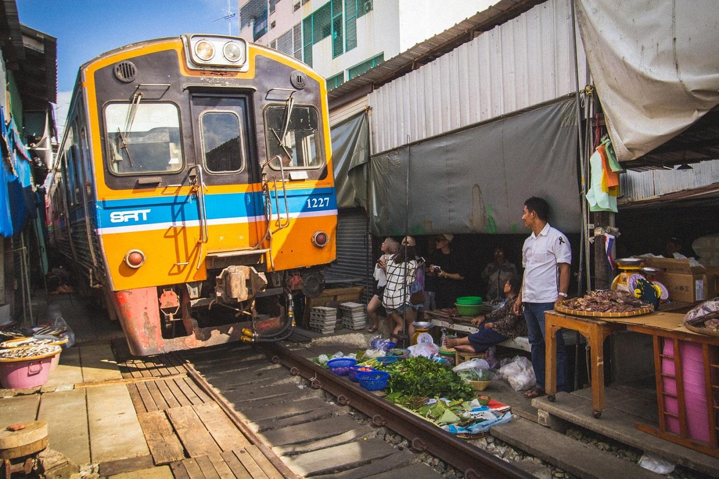 bangkok markets maeklong railway market