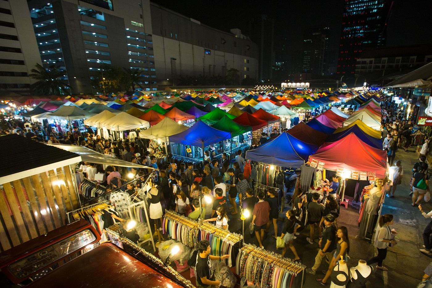 bangkok markets ratchada train night market rot fai