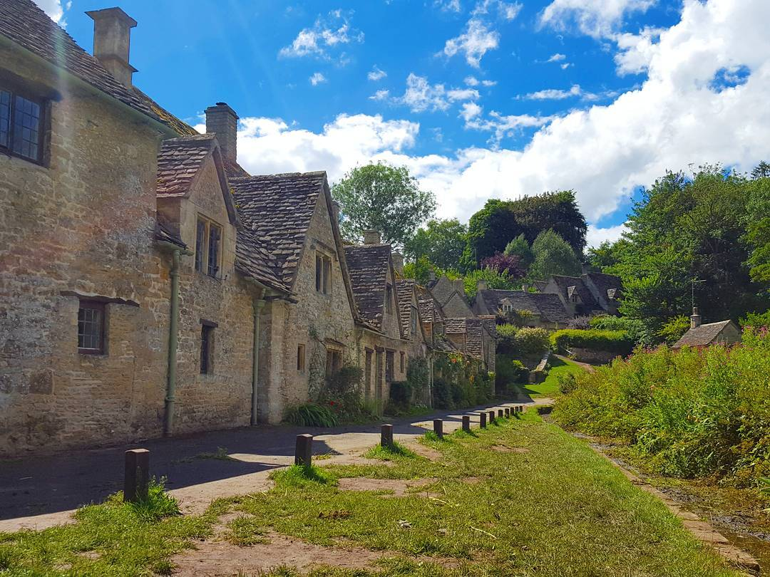 Best Places to Visit in England - Cottages and village walkways in The Cotswolds