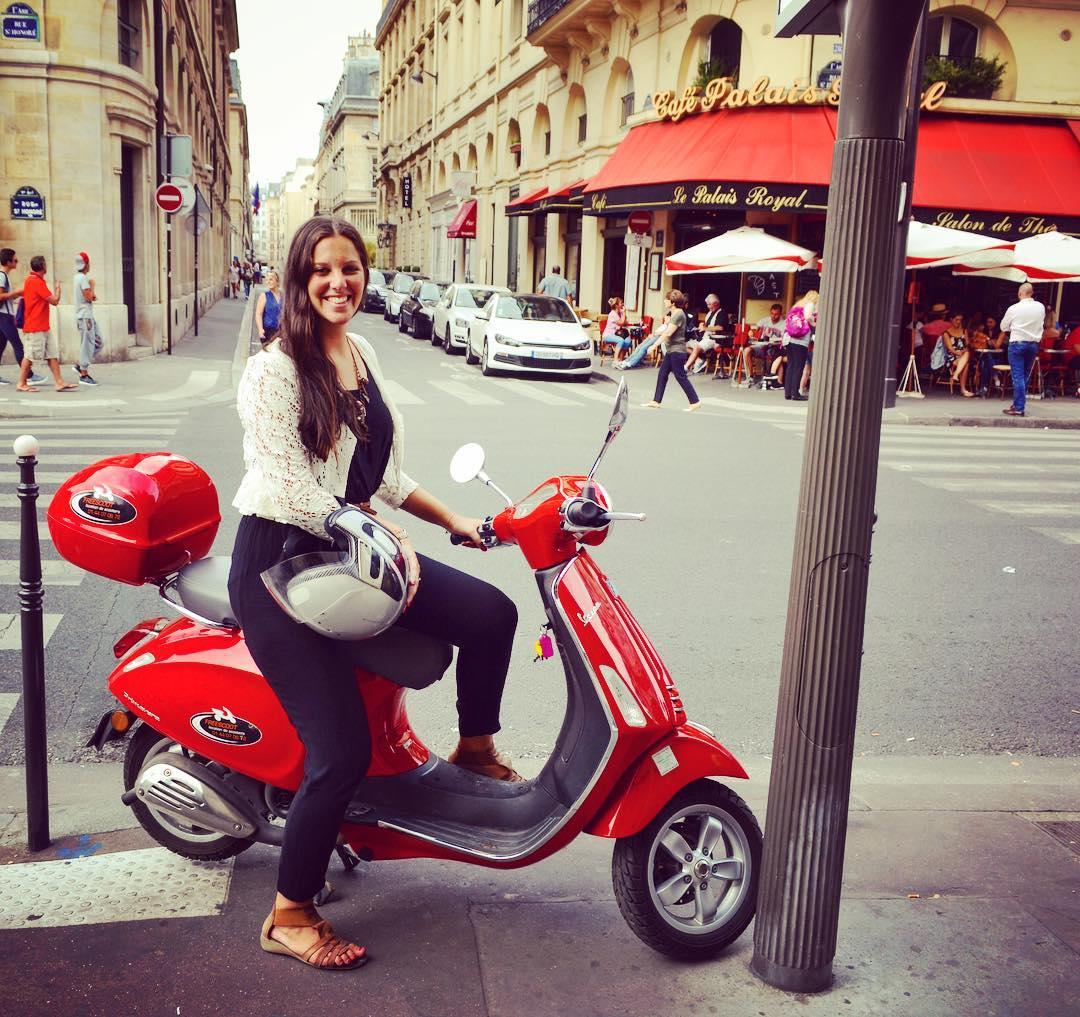 Romantic Things to Do in Paris - Scoot Along The Champs-Élysées