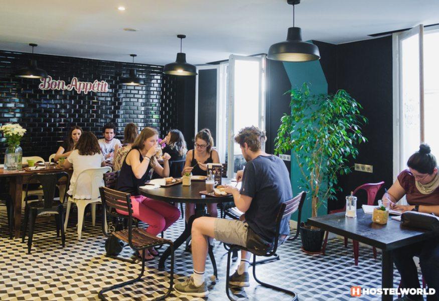Best hostels in Paris - Arty hostel