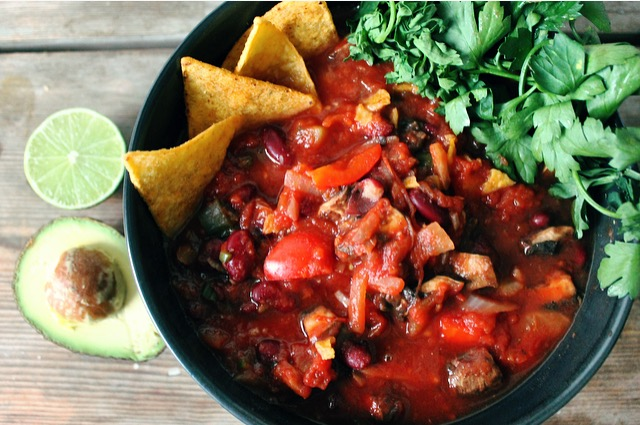 meals to cook in a hostel - meatless chilli