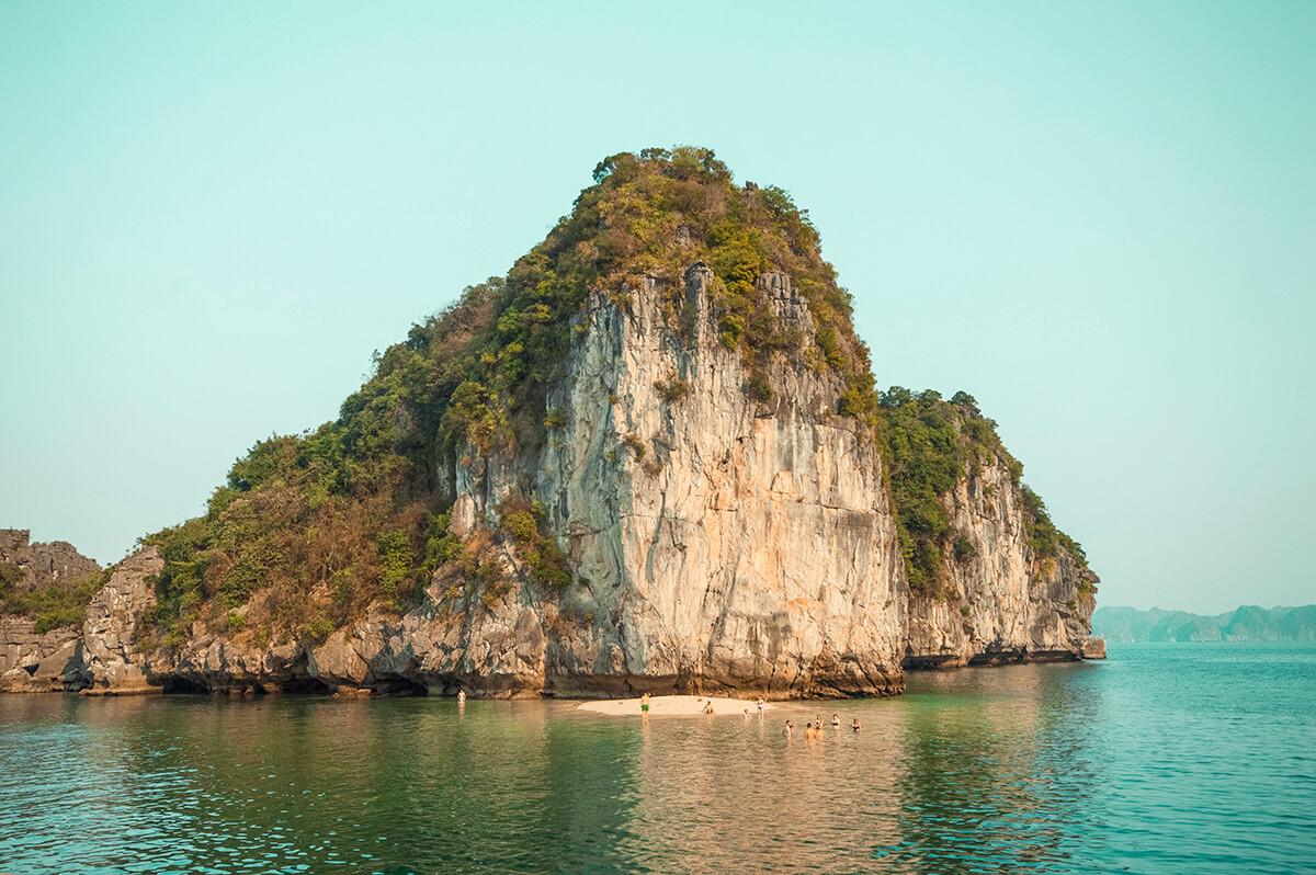 backpacking southeast asia - halong bay rock