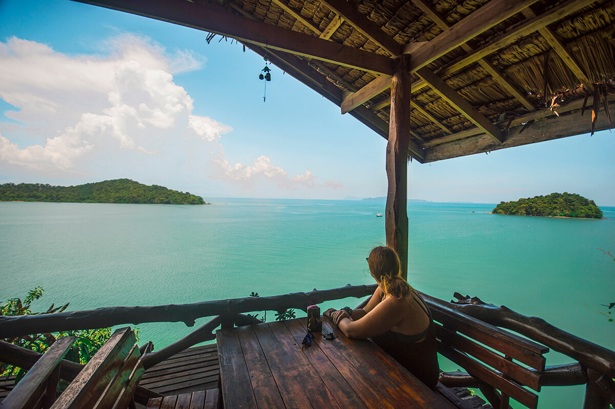 backpacking southeast asia - Thailand - wooden hut over sea
