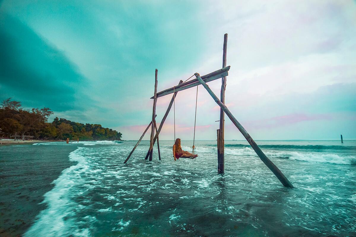 backpacking southeast asia - sea swing