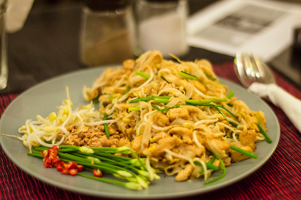 backpacking southeast asia - pad thai