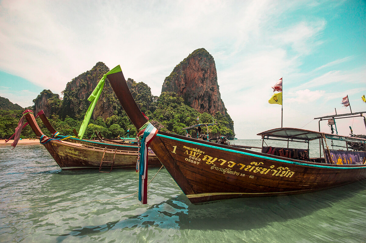 backpacking southeast asia - thailand boats