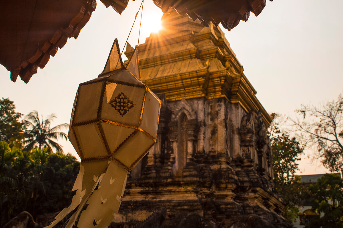 backpacking southeast asia - temple sunlight