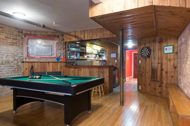 Best Hostels In Chicago - Wrigley Hostel