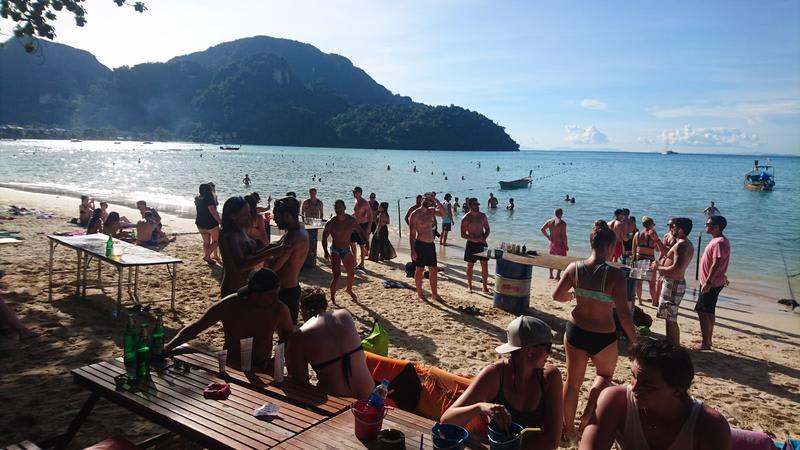 Best hostels in Thailand - Blanco Beach Bar