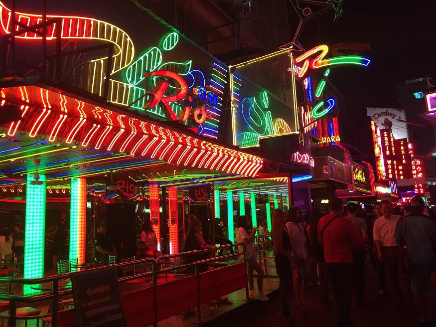 backpacking thailand - Khao San Road - neon ilghts