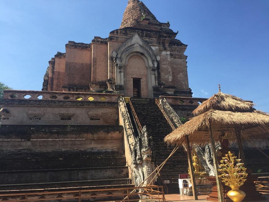 backpacking thailand - Wat Chedi Luang