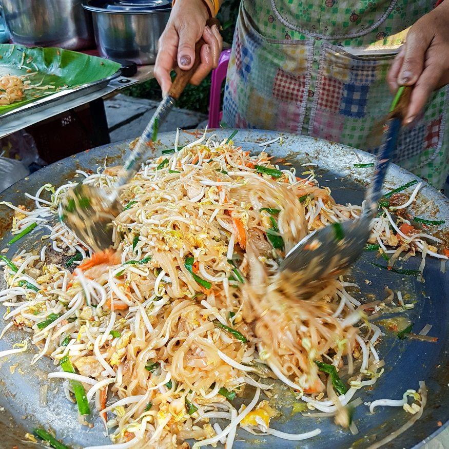 backpacking thailand - pad thai