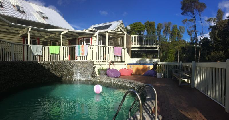 Best hostels in New Zealand - hekerua lodge backpackers hostel
