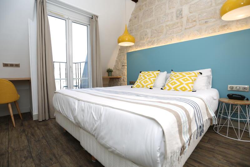 best hostels in france - regent hostel montmartre