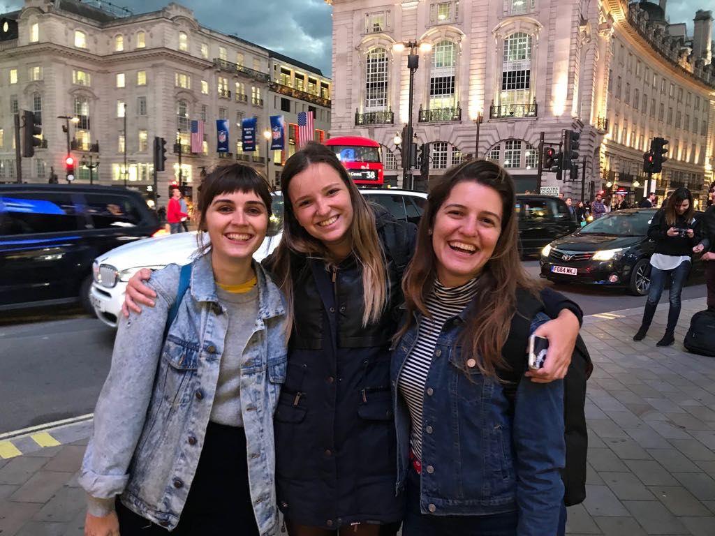 ou dormir a londres - trois amies à Londres
