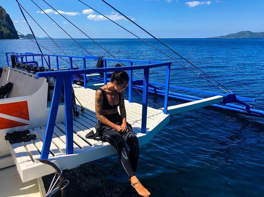 Tauchen Thailand - Frau auf Boot im Meer