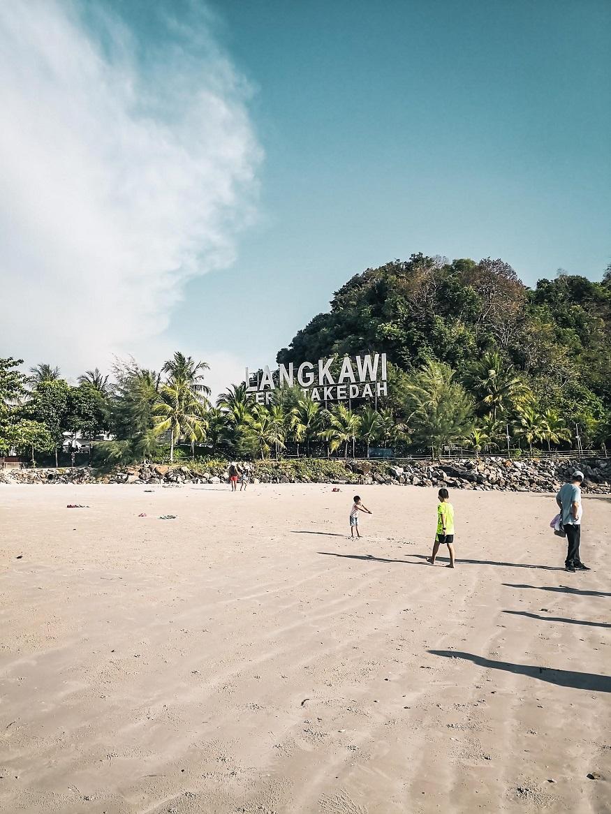 backpacking Malaysia - Langkawi - beach
