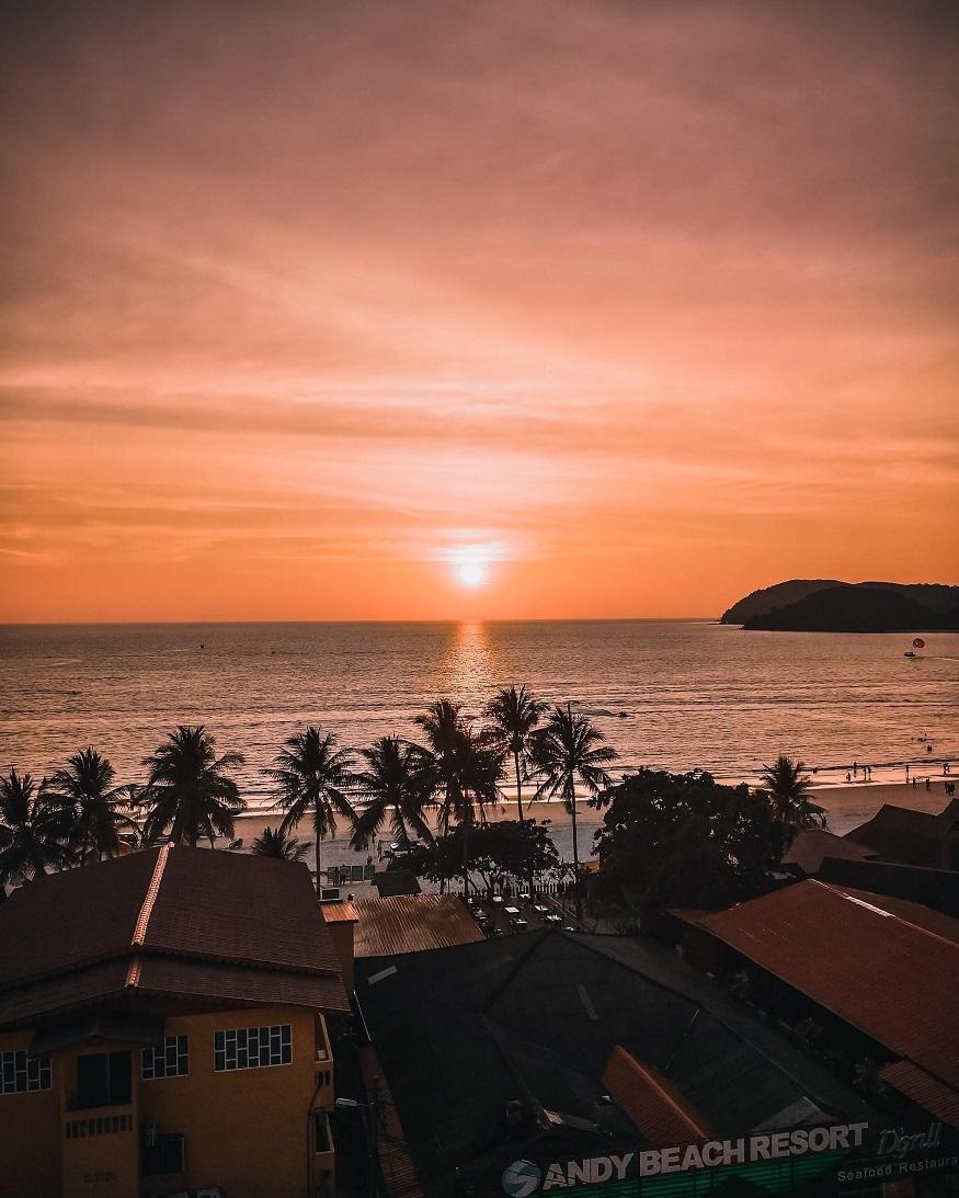 backpacking Malaysia - Langkawi - sandy beach resort - sunset