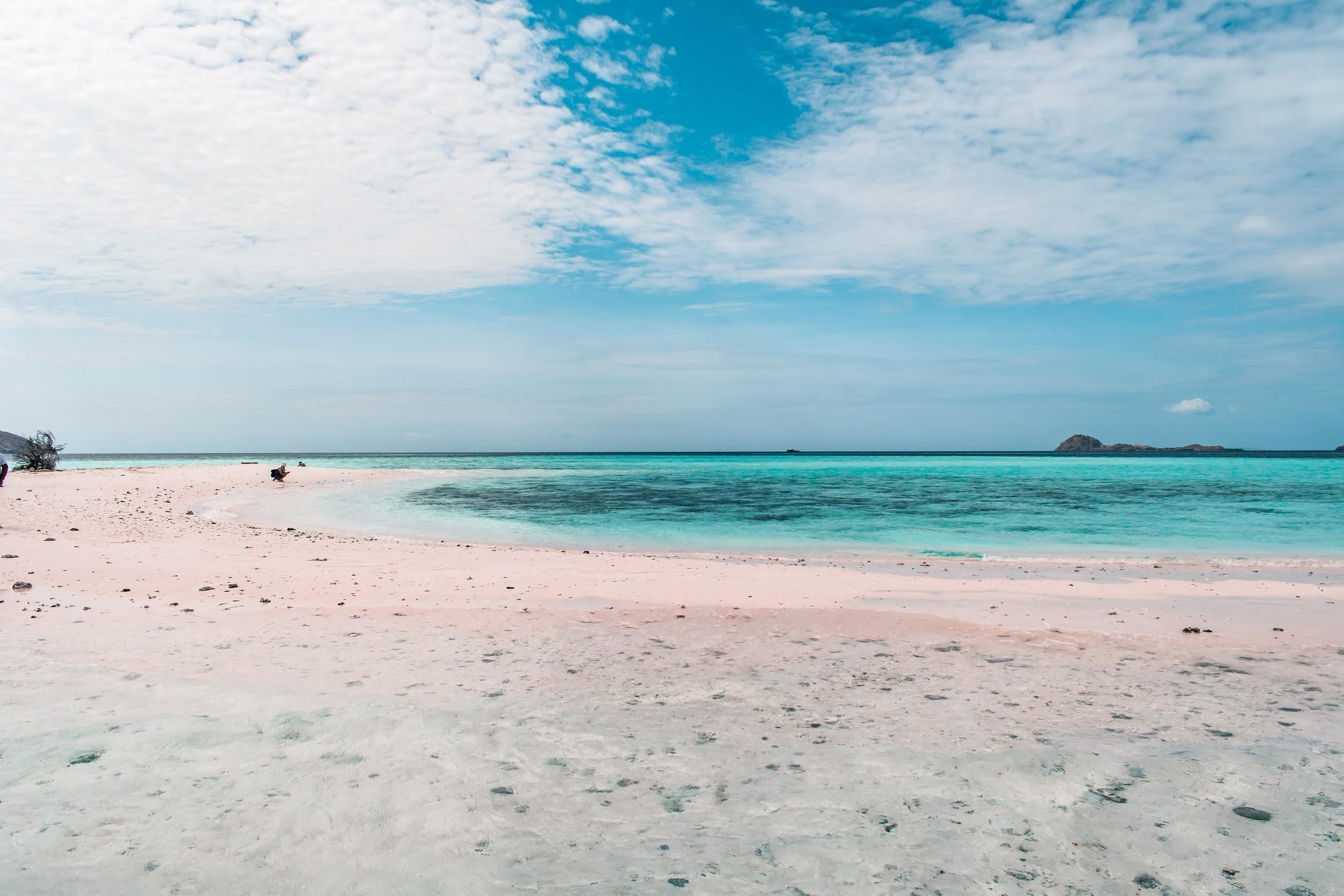 backpacking Malaysia - Perhentian Islands - beach - turquoise sea