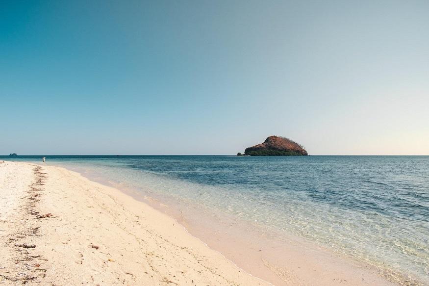 backpacking Malaysia - deserted beach