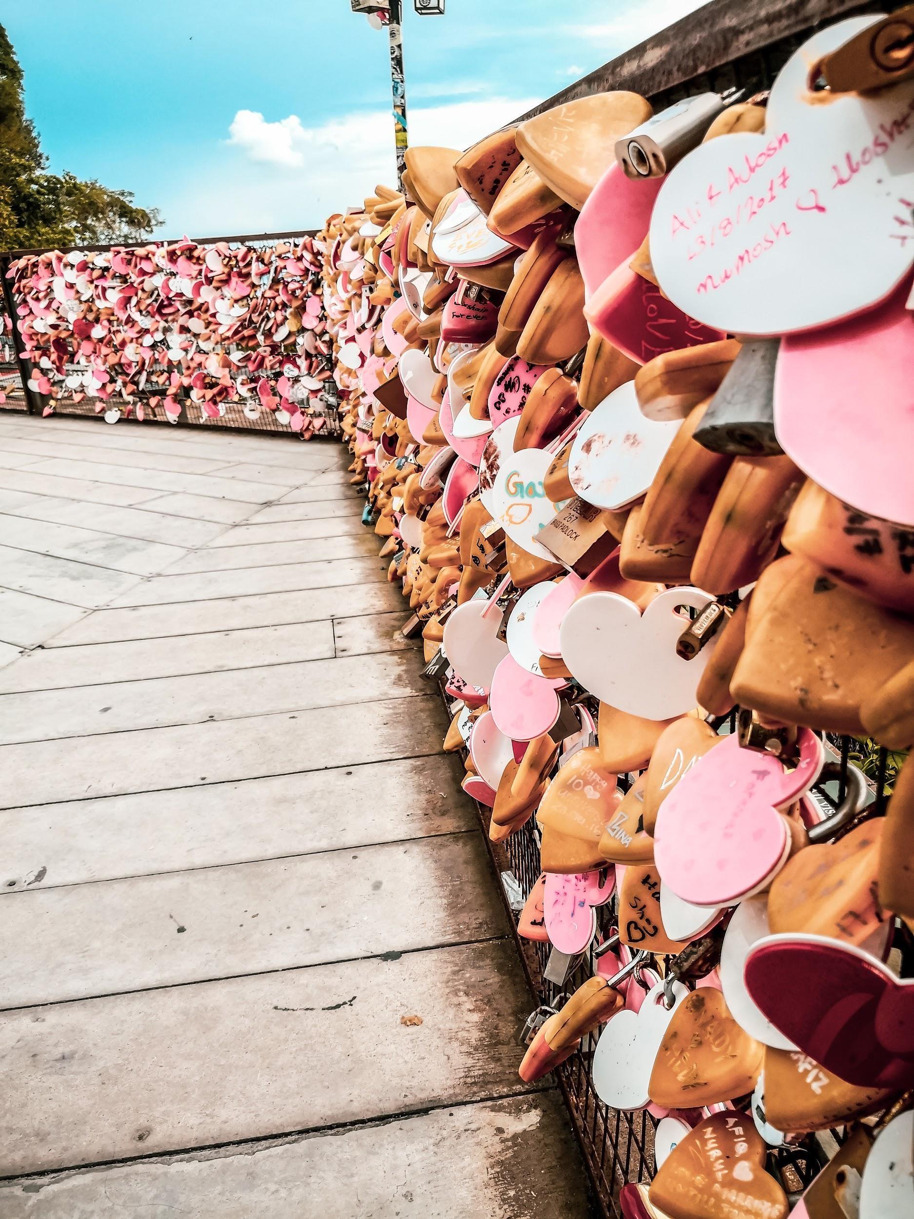 backpacking malaysia - love lock bridge