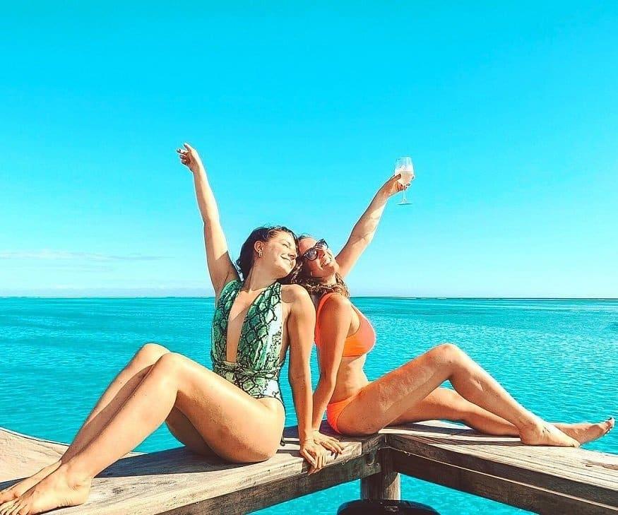 Fiji cosa vedere - amiche bevando champagne