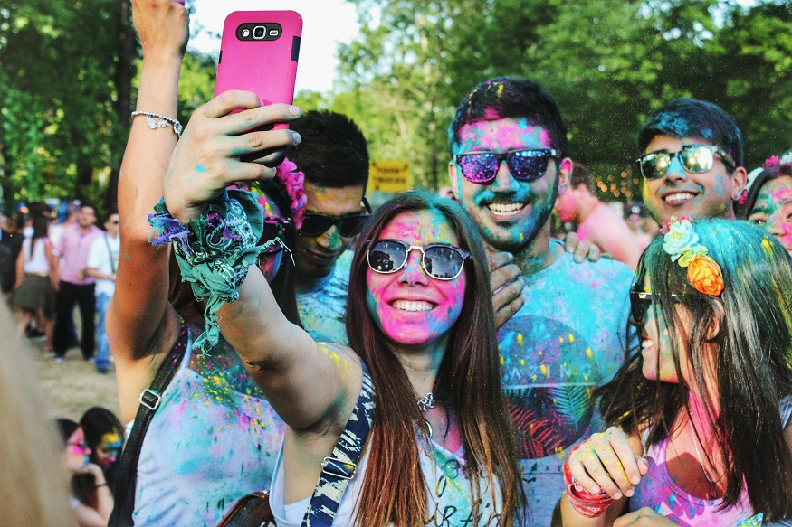 backpacking argentina - group taking selfies covered in coloured powder