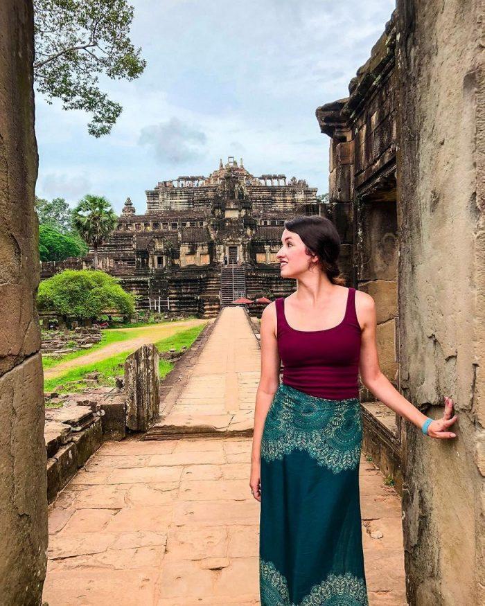 Siem Reap Sehenswürdigkeiten -Mädchen im Tempel