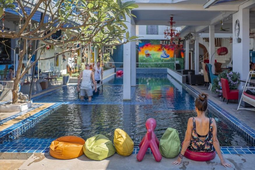 Siem Reap Sehenswürdigkeiten - white rabbit hostel pool
