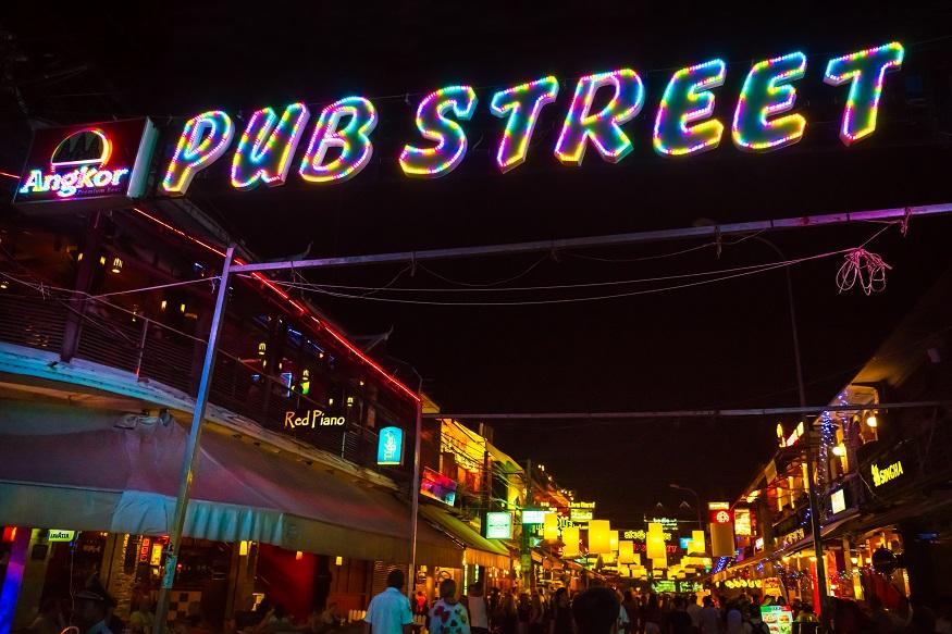 Siem Reap Sehenswürdigkeiten - pub street neon licht