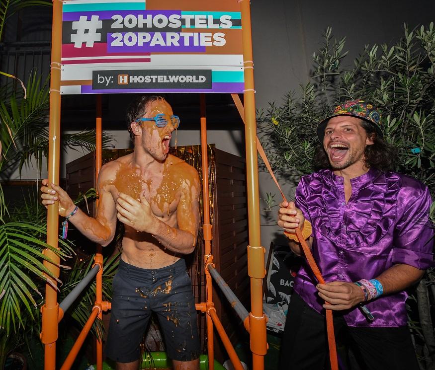 hostelworld 20 anniversario storie - doccia