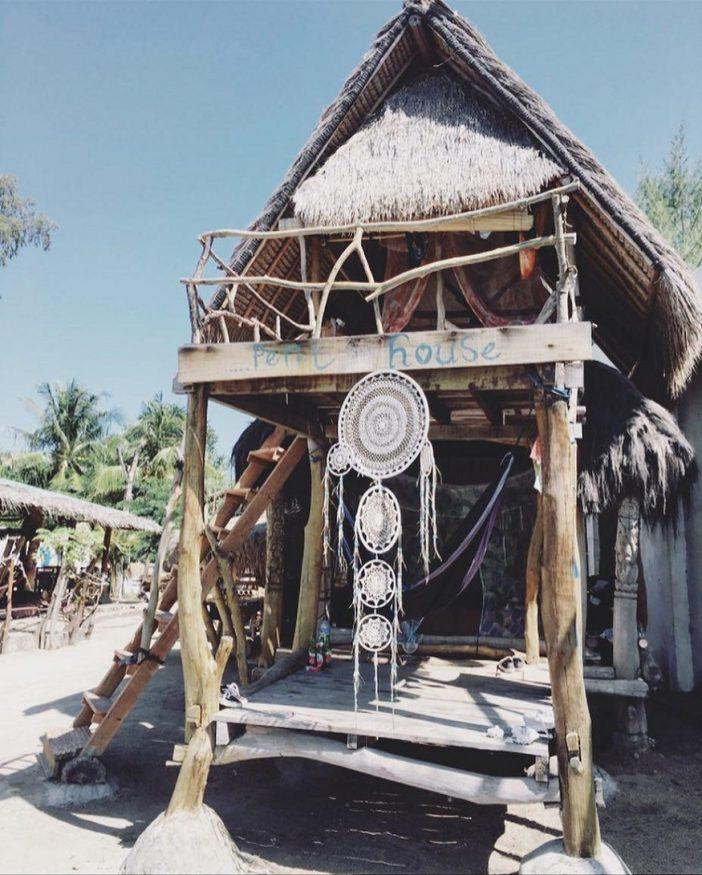 eco-friendly hostels, Gili Meno Eco Hostel shack on sand