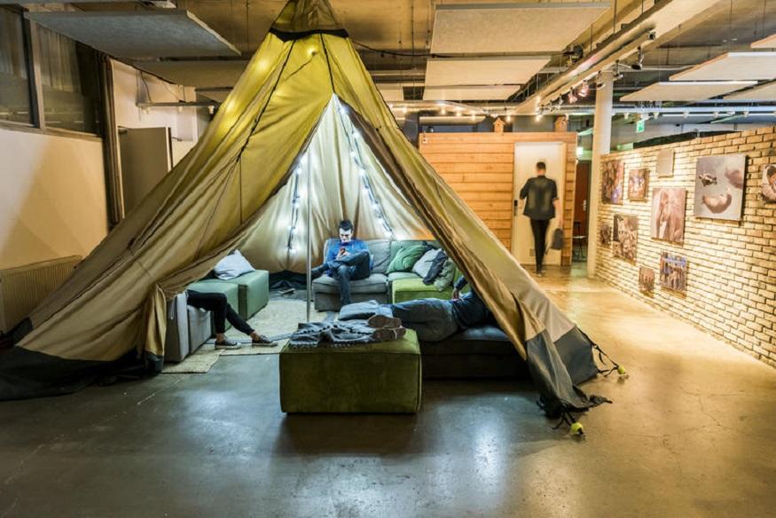 eco-friendly hostels, Ecomama hostel teepee