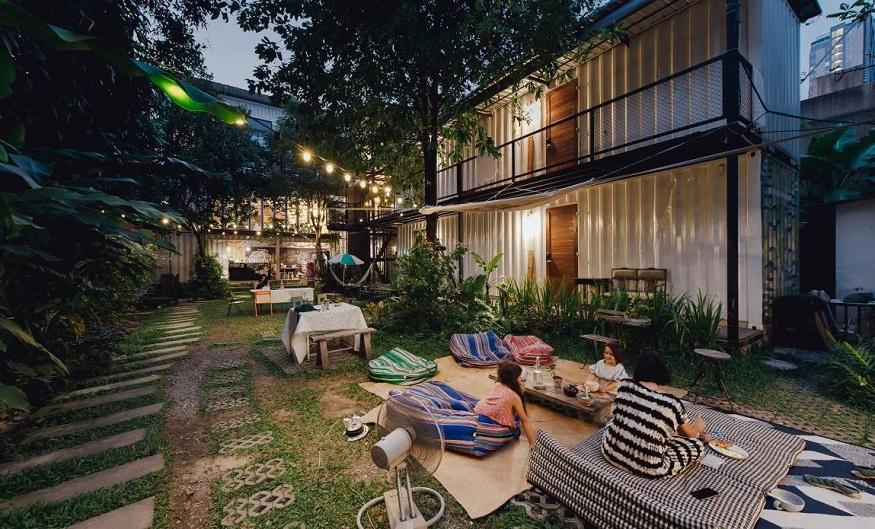 eco-friendly hostels, garden area of the yard hostel in bangkok