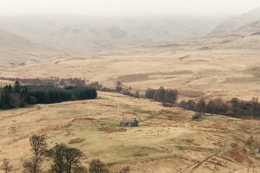 scotland road trip, a house in middle of fields in Glen Artney in Crieff