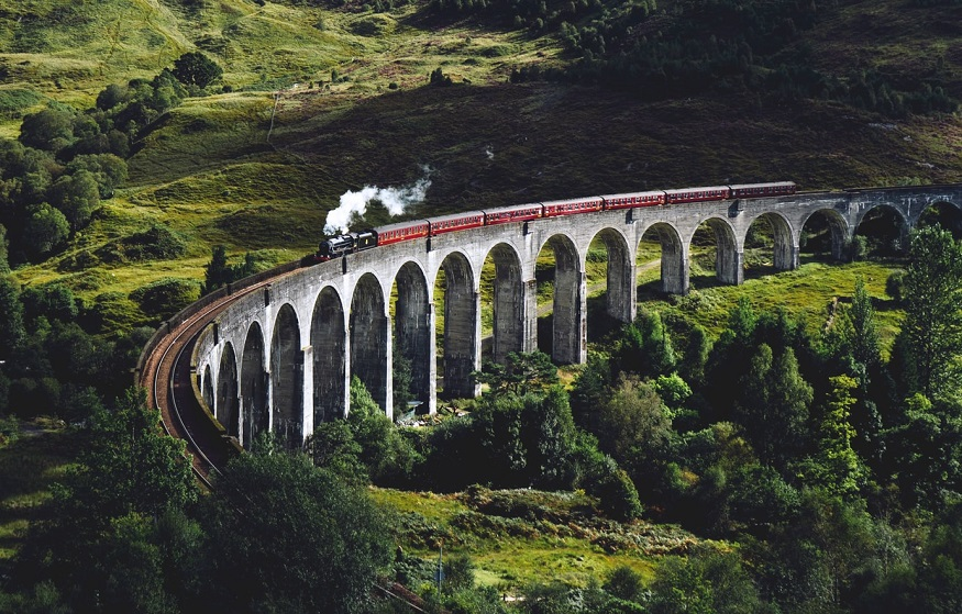 scotland road trip, train on Glenfinnan Viaduct, Glenfinnan