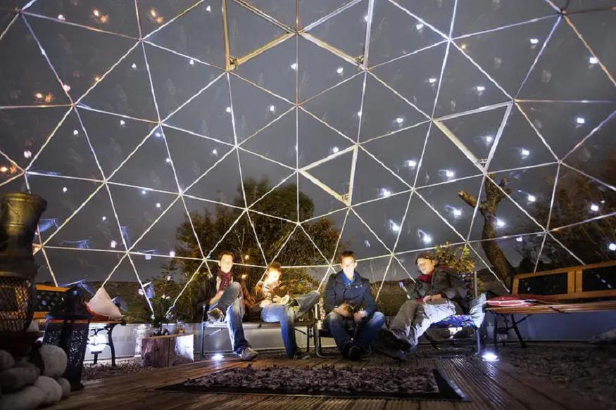 scotland road trip, people sitting under globe bubble at skyewalker Hostel