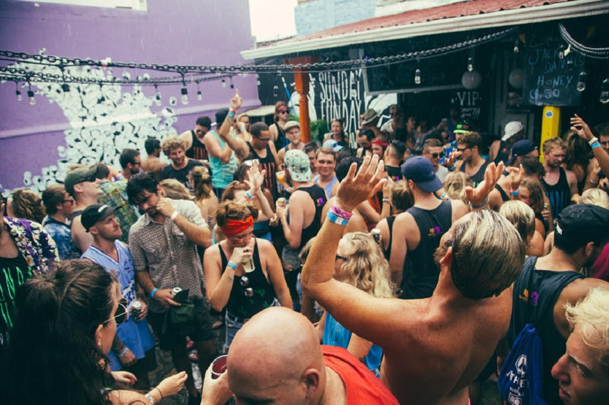 best backpacker parties, sunday funday in Nicaragua