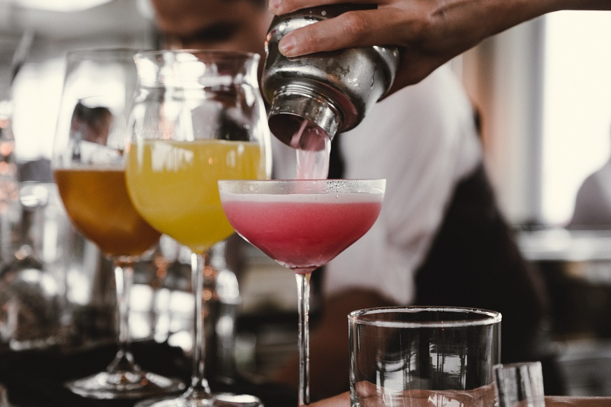 Berlin LGBT nightlife - person pouring a cocktail